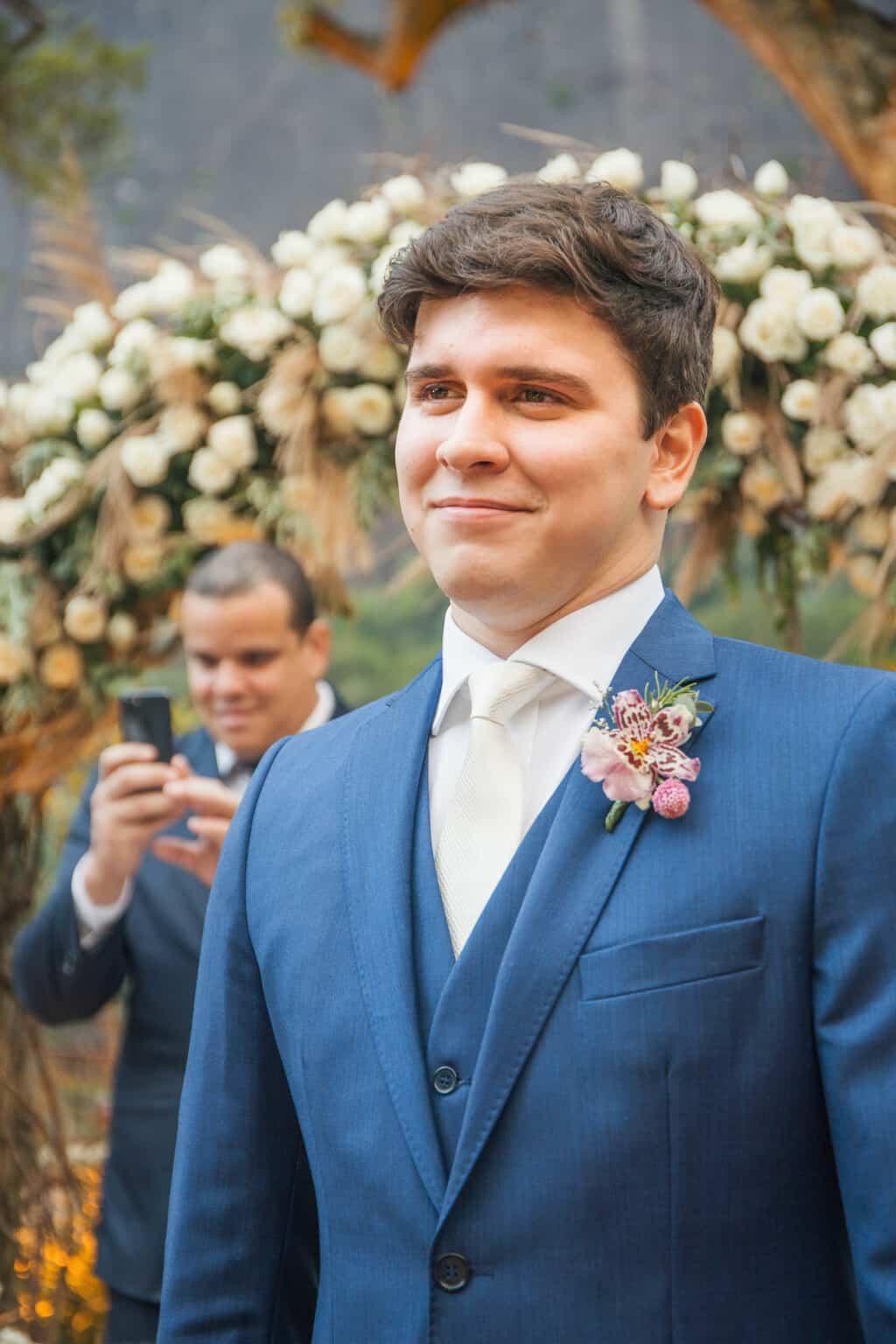 casamento-Beatriz-e-Joao-Fernando-cerimonia-ao-ar-livre-entrada-da-noiva-Itaipava-Locanda-Della-Mimosa-Thienny-Tammis131