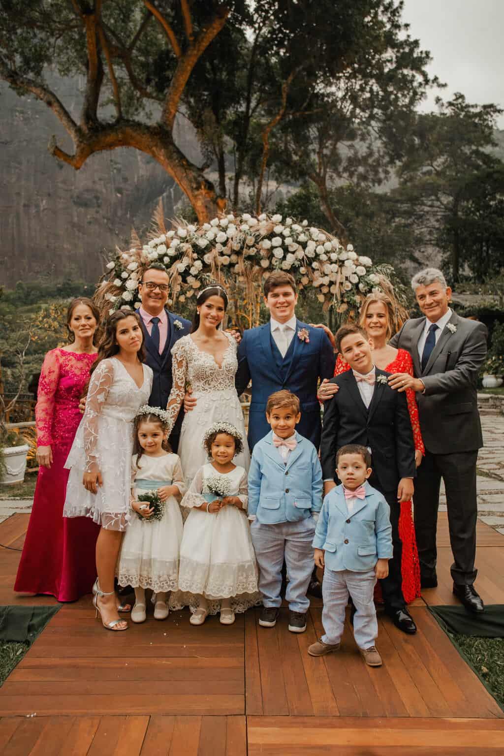 casamento-Beatriz-e-Joao-Fernando-cerimonia-ao-ar-livre-familia-da-noiva-Itaipava-Locanda-Della-Mimosa-Thienny-Tammis173