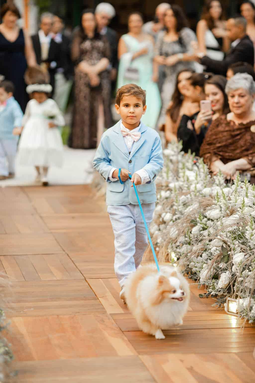 casamento-Beatriz-e-Joao-Fernando-daminhas-e-pajens-Itaipava-Locanda-Della-Mimosa-pet-no-casamento-Thienny-Tammis123