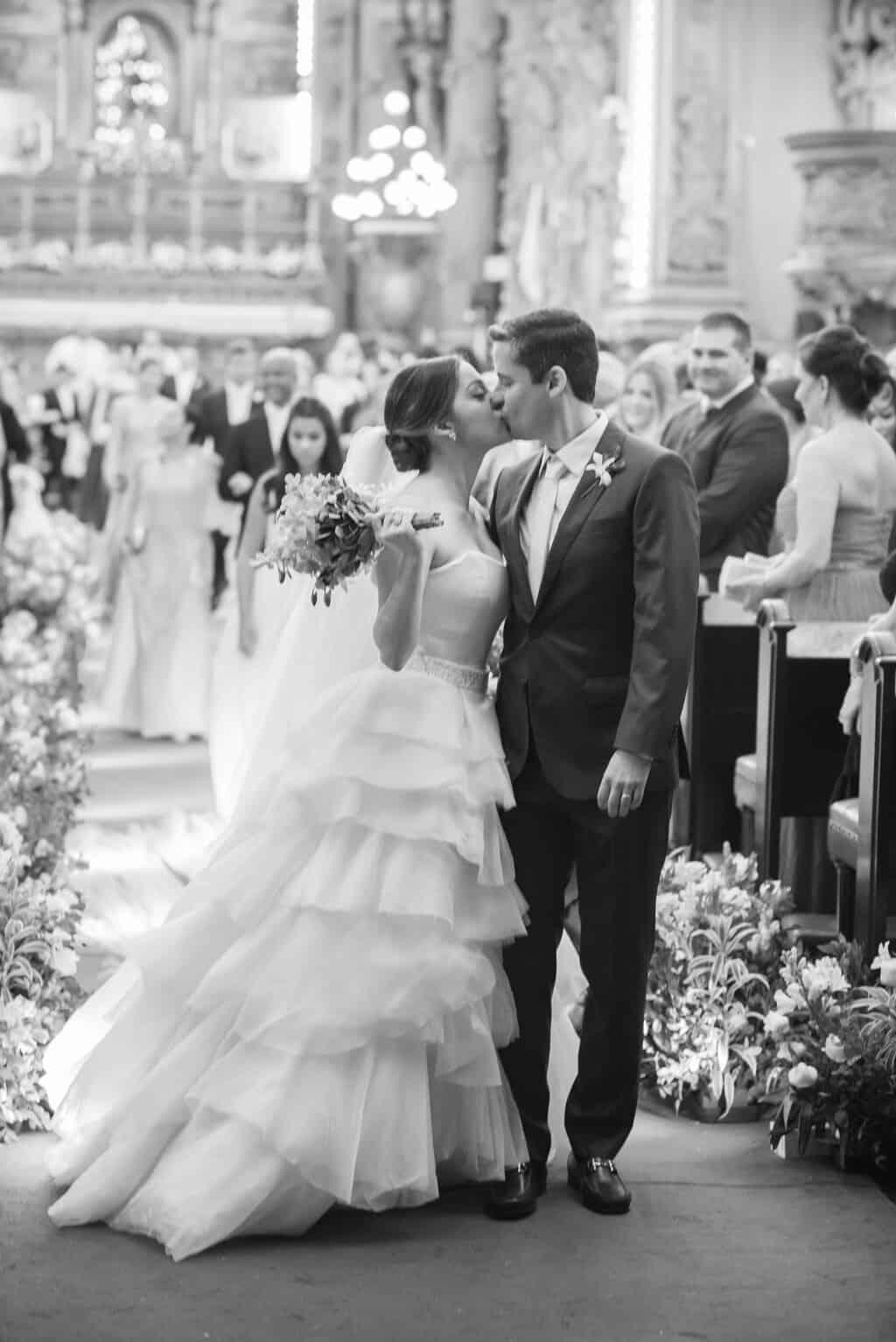 casamento-Karynna-e-Fernando-cerimonia-na-igreja-cerimonial-TCD-Eventos-fotografia-Marina-Fava-Igreja-São-Francisco-de-Paula-noivos-no-altar89