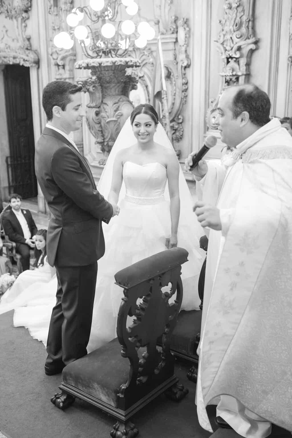 casamento-Karynna-e-Fernando-cerimonia-na-igreja-cerimonial-TCD-Eventos-fotografia-Marina-Fava-Igreja-São-Francisco-de-Paula61