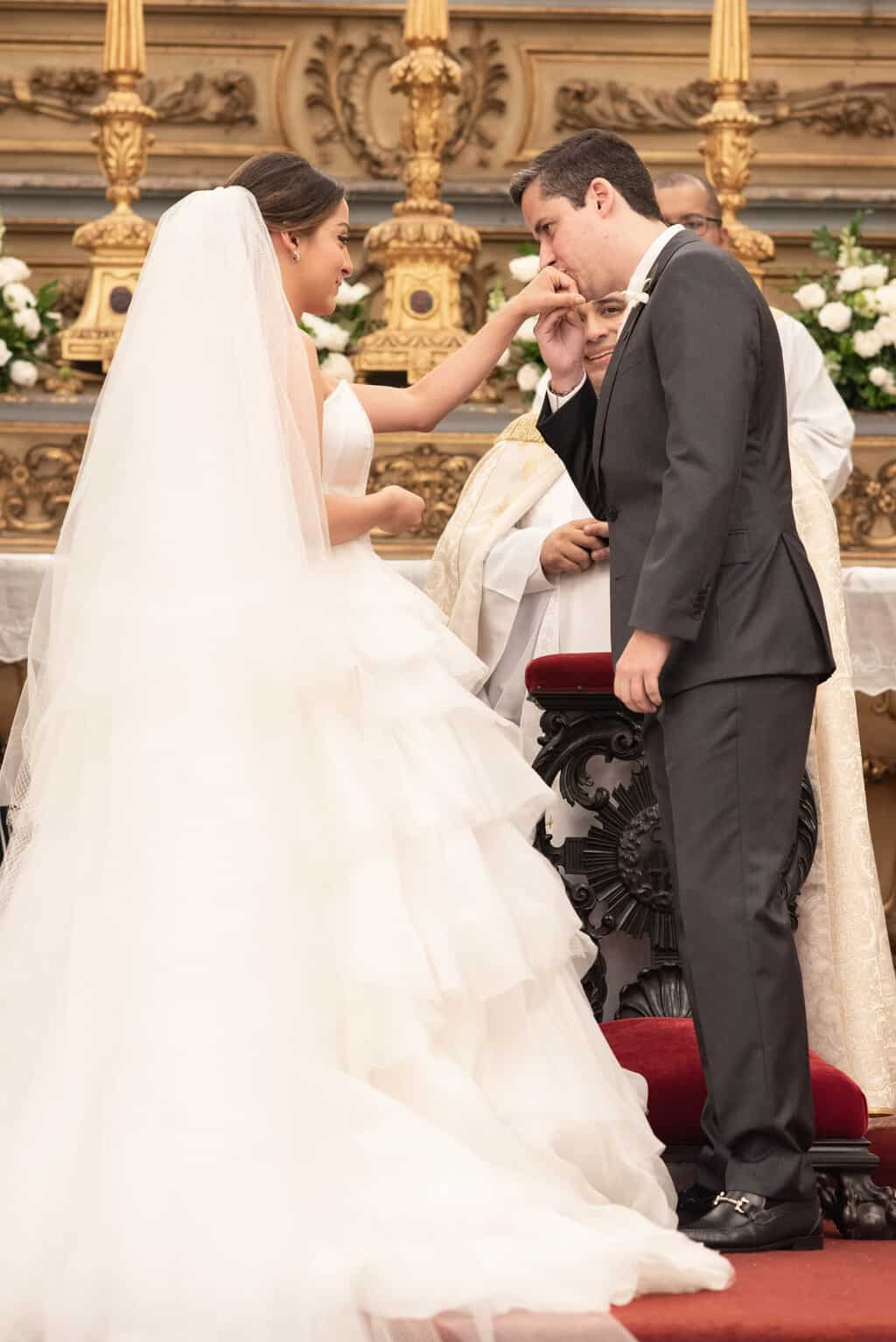casamento-Karynna-e-Fernando-cerimonia-na-igreja-cerimonial-TCD-Eventos-fotografia-Marina-Fava-Igreja-São-Francisco-de-Paula66