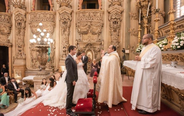 casamento-Karynna-e-Fernando-cerimonia-na-igreja-cerimonial-TCD-Eventos-fotografia-Marina-Fava-Igreja-São-Francisco-de-Paula80-750x475