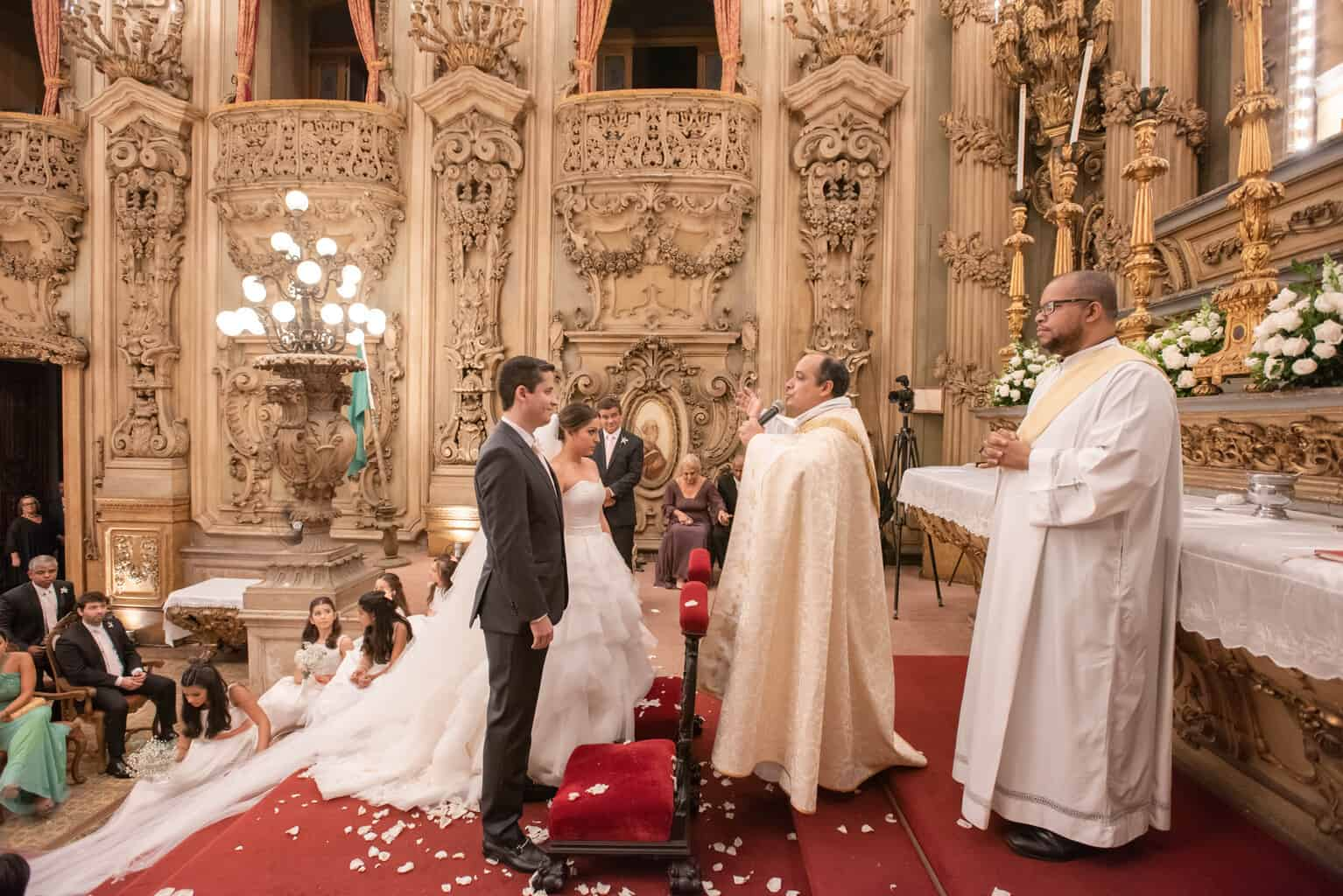 casamento-Karynna-e-Fernando-cerimonia-na-igreja-cerimonial-TCD-Eventos-fotografia-Marina-Fava-Igreja-São-Francisco-de-Paula80
