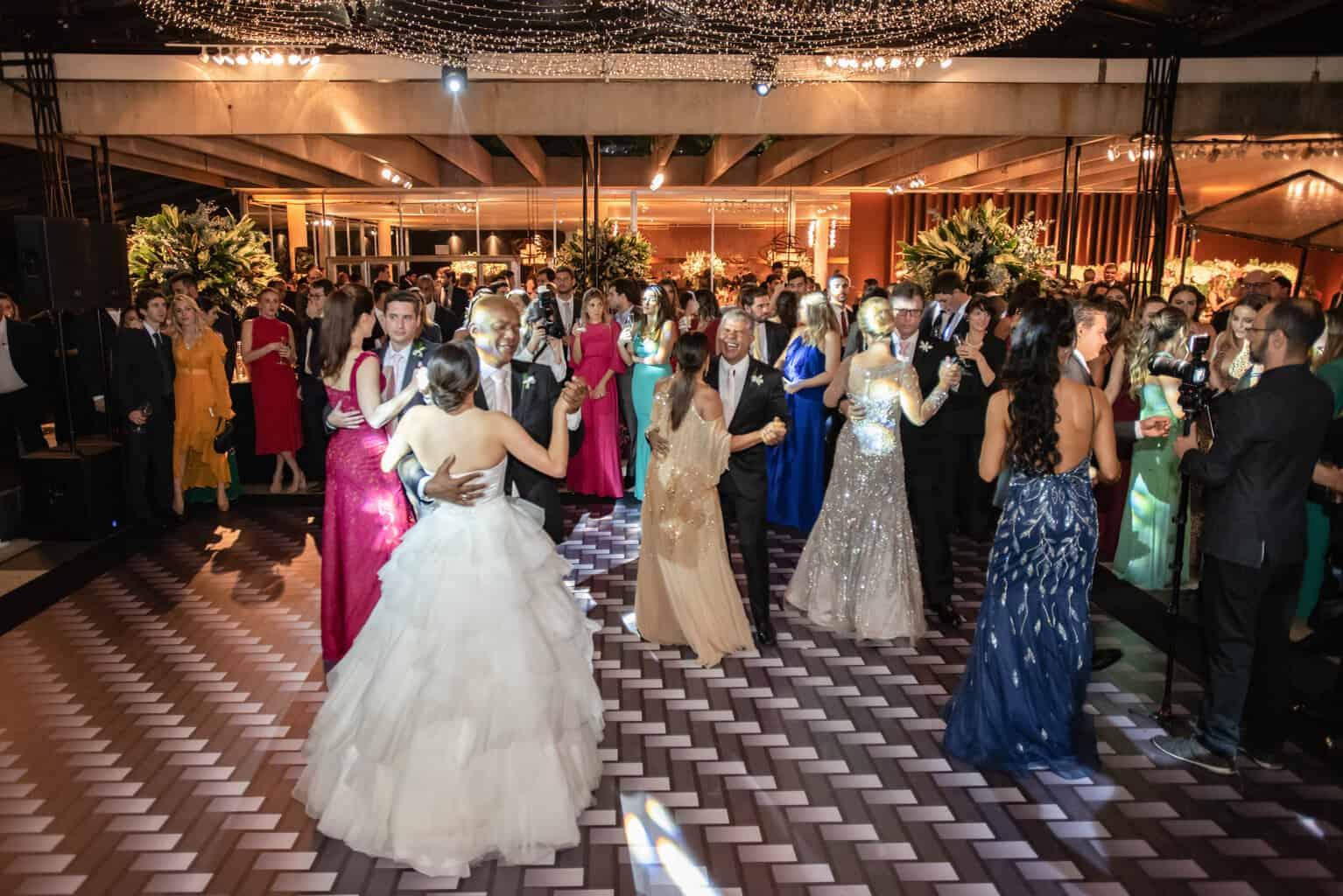 casamento-Karynna-e-Fernando-cerimonial-TCD-Eventos-festa-no-MAM-fotografia-Marina-Fava-pista127