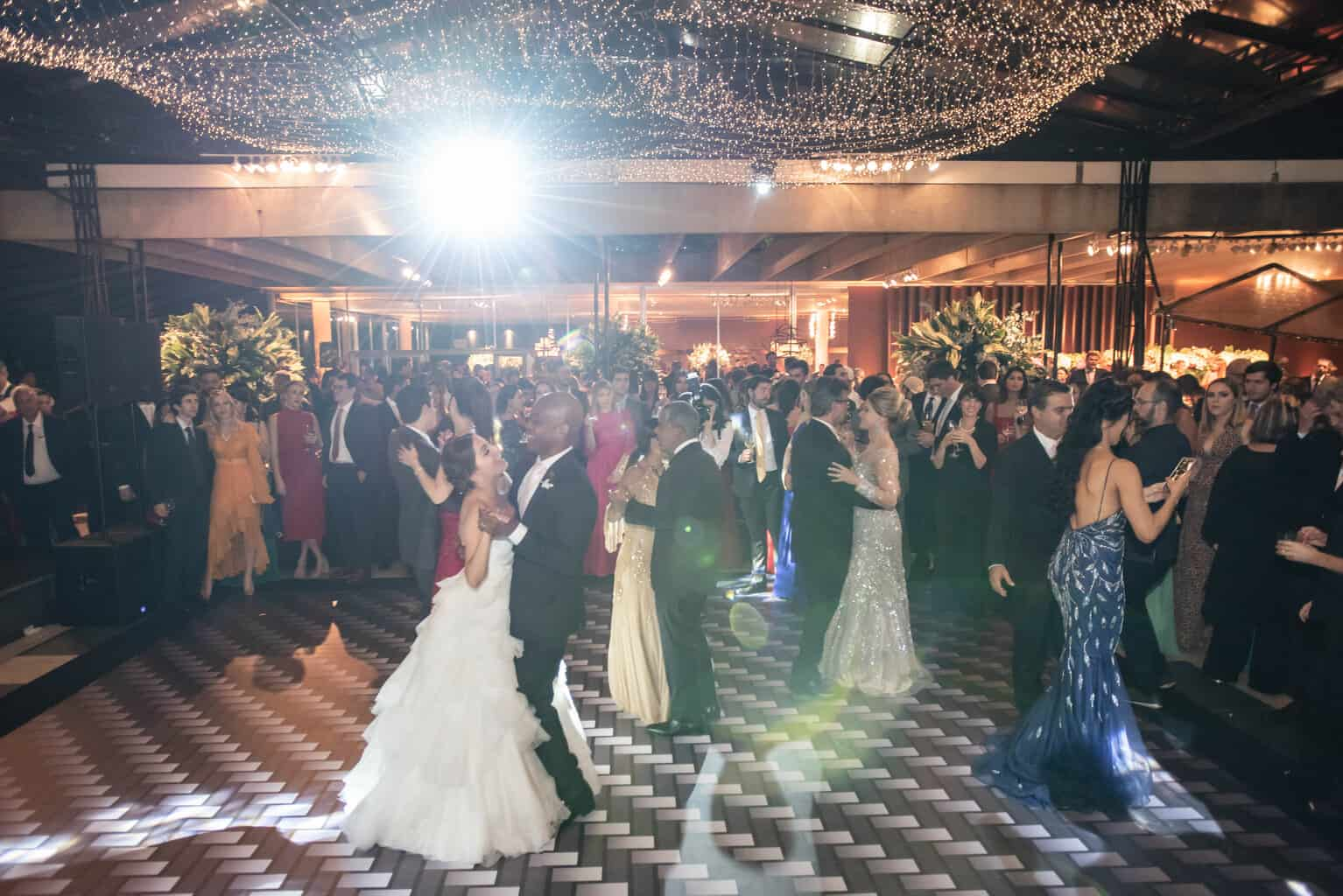 casamento-Karynna-e-Fernando-cerimonial-TCD-Eventos-festa-no-MAM-fotografia-Marina-Fava-pista128
