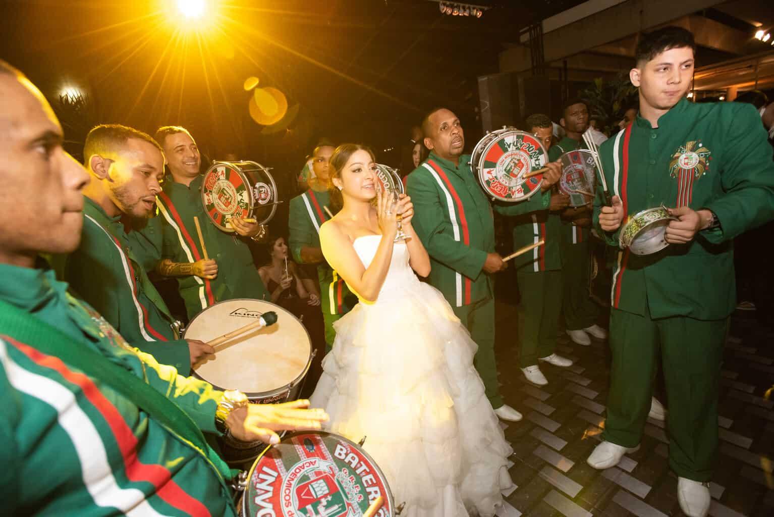 casamento-Karynna-e-Fernando-cerimonial-TCD-Eventos-festa-no-MAM-fotografia-Marina-Fava-pista137