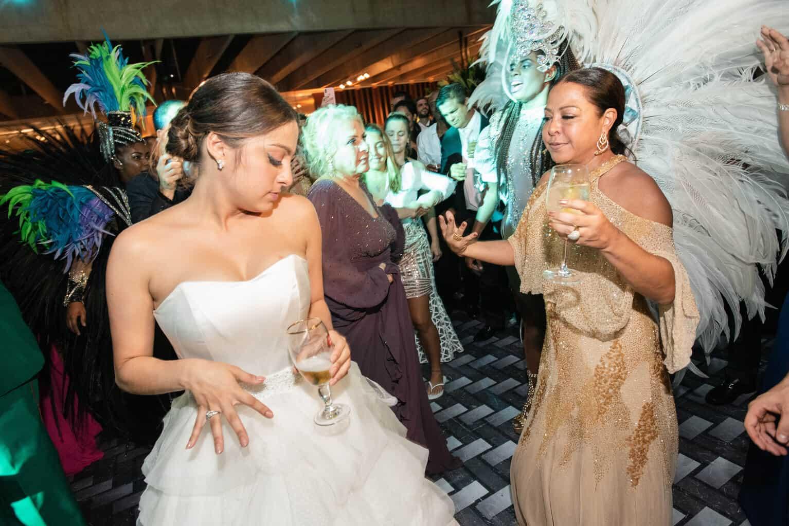 casamento-Karynna-e-Fernando-cerimonial-TCD-Eventos-festa-no-MAM-fotografia-Marina-Fava-pista139