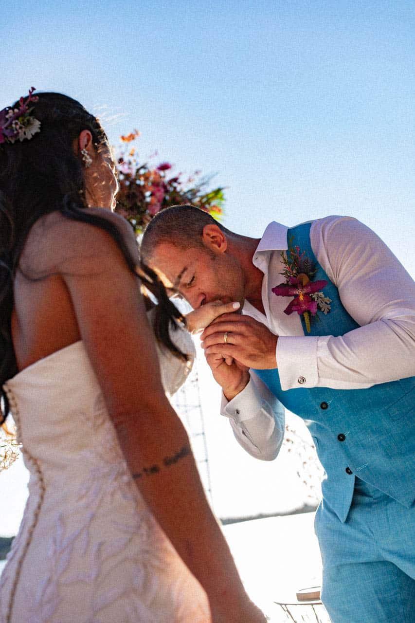 casamento-bruna-e-frederic-cerimonia-ao-ar-livre-cerimonial-camila-luz-decor-renata-paraiso-decoracao-boho-fotos-dos-noivos-noivos-no-altar32