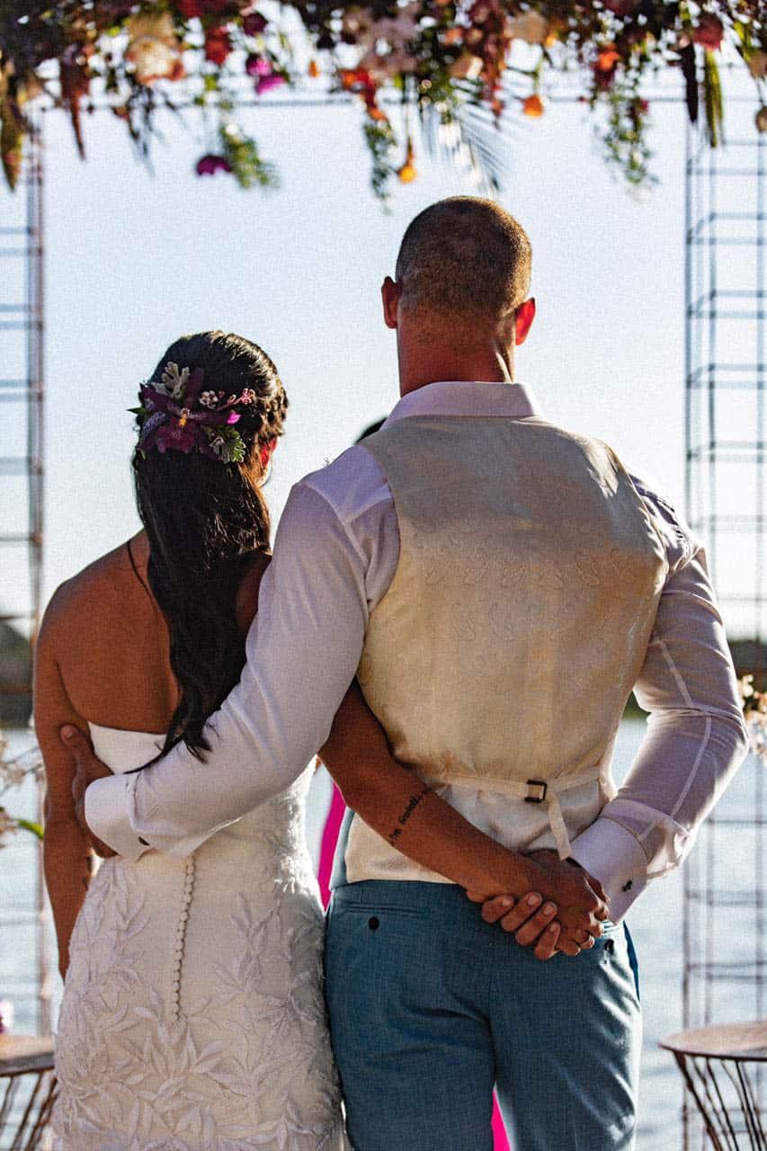 casamento-bruna-e-frederic-cerimonia-ao-ar-livre-cerimonial-camila-luz-decor-renata-paraiso-decoracao-boho-fotos-dos-noivos24