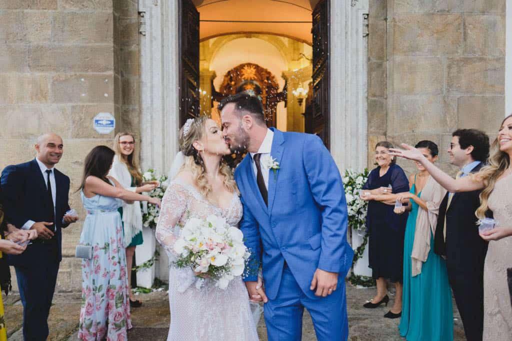 Casamento-Carolina-e-Douglas-Fotografia-Renata-Xavier-noivos-na-igreja-Outeiro-da-Gloria11