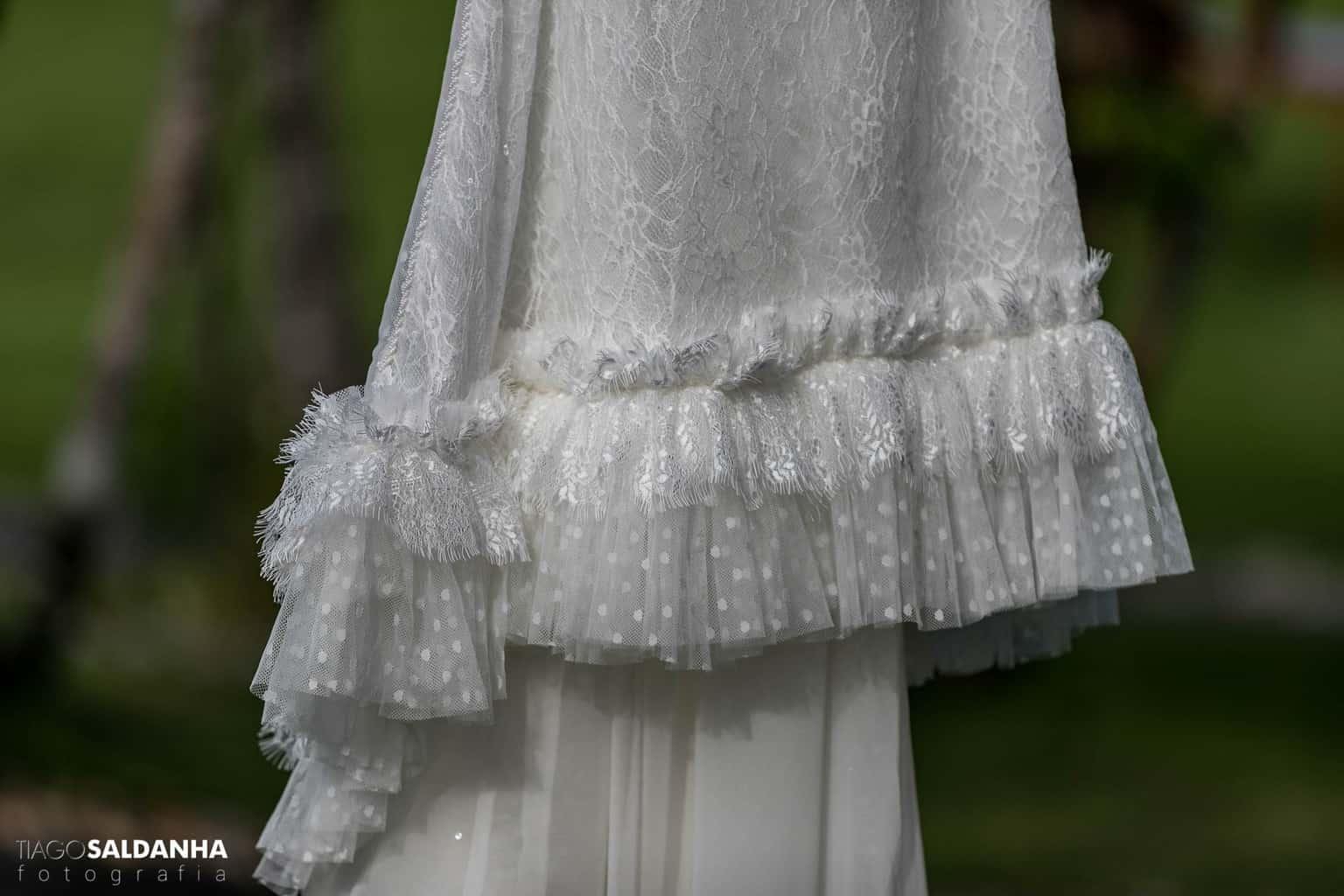 Aliança-no-Espelho-Casamento-Chandrélin-e-Laureano-cerimonia-na-praia-Chan-e-Lau-making-of-Rio-da-Barra-Vanessa-Lucietto-vestido-de-noiva6
