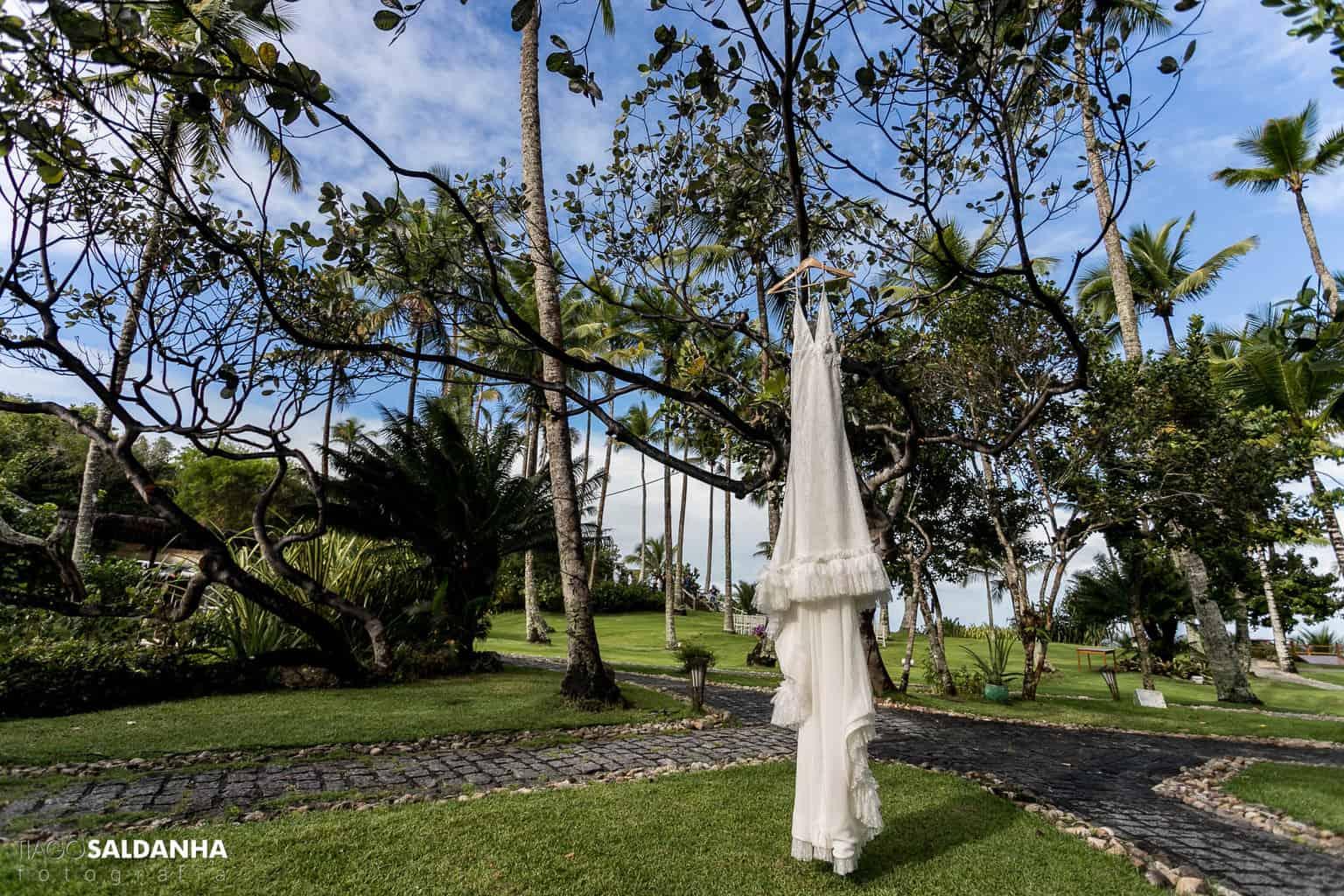 Aliança-no-Espelho-Casamento-Chandrélin-e-Laureano-cerimonia-na-praia-Chan-e-Lau-making-of-Rio-da-Barra-Vanessa-Lucietto-vestido-de-noiva9
