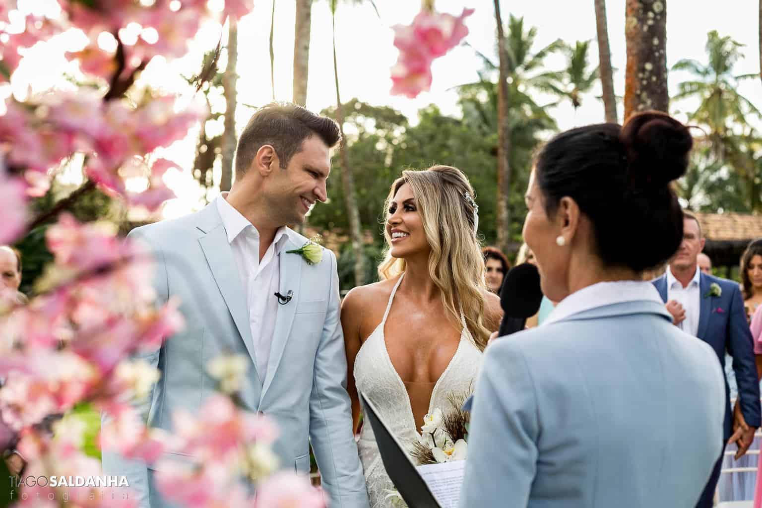 Aliança-no-Espelho-Casamento-Chandrélin-e-Laureano-cerimonia-na-praia-cerimonia-no-jardim-Chan-e-Lau-Rio-da-Barra20
