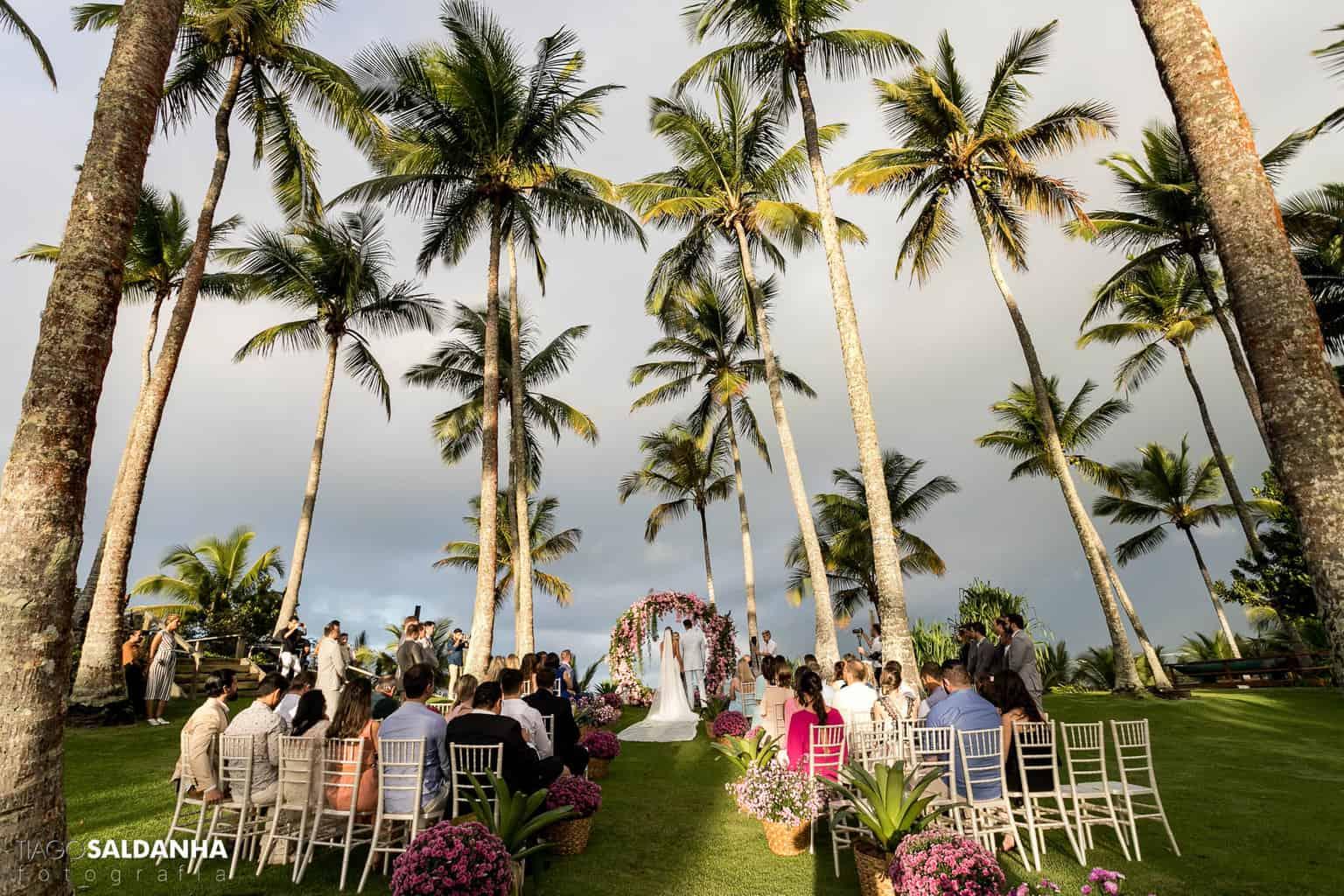 Aliança-no-Espelho-Casamento-Chandrélin-e-Laureano-cerimonia-na-praia-cerimonia-no-jardim-Chan-e-Lau-Rio-da-Barra21
