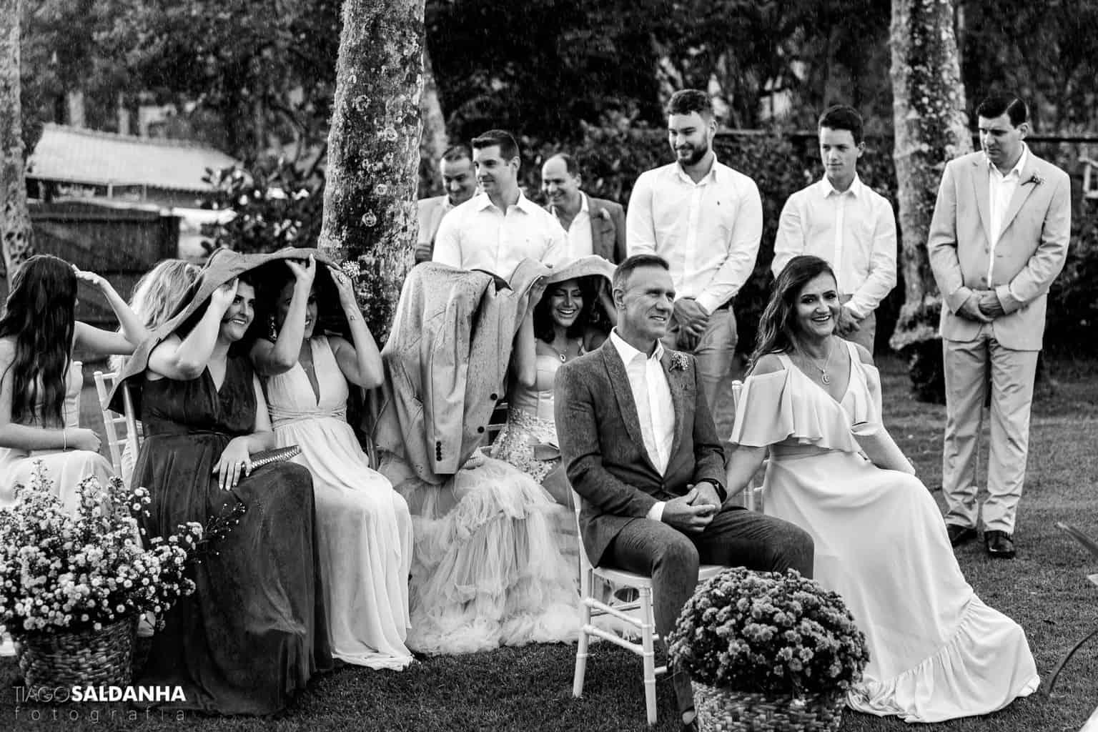 Aliança-no-Espelho-Casamento-Chandrélin-e-Laureano-cerimonia-na-praia-cerimonia-no-jardim-Chan-e-Lau-Rio-da-Barra23