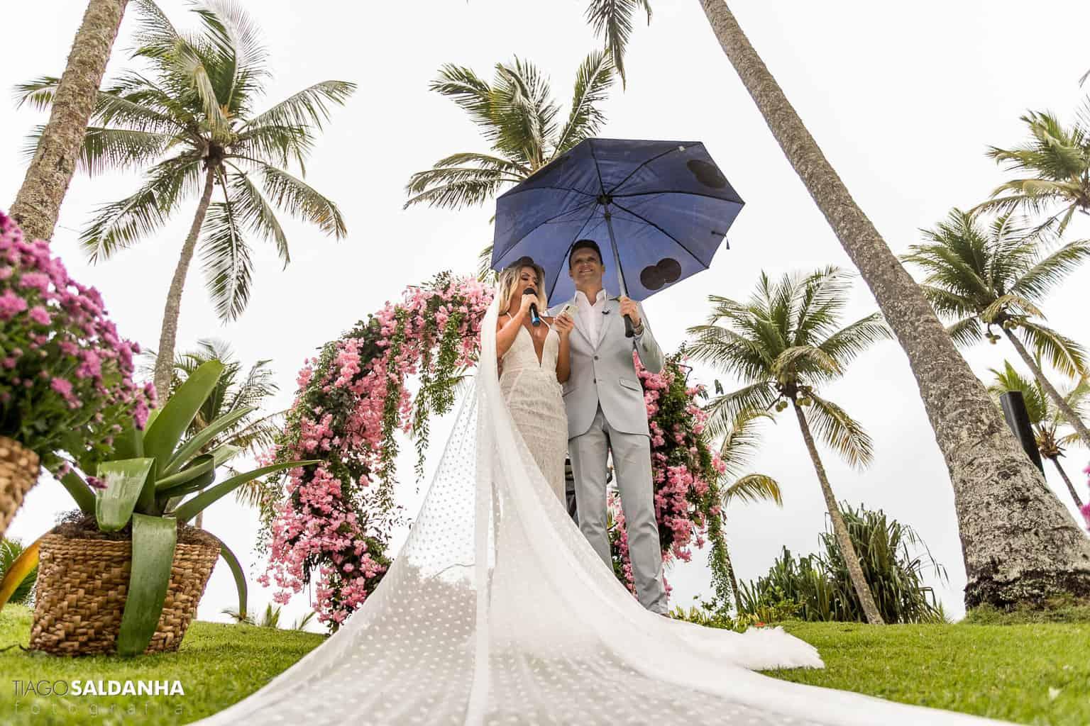 Aliança-no-Espelho-Casamento-Chandrélin-e-Laureano-cerimonia-na-praia-cerimonia-no-jardim-Chan-e-Lau-Rio-da-Barra24