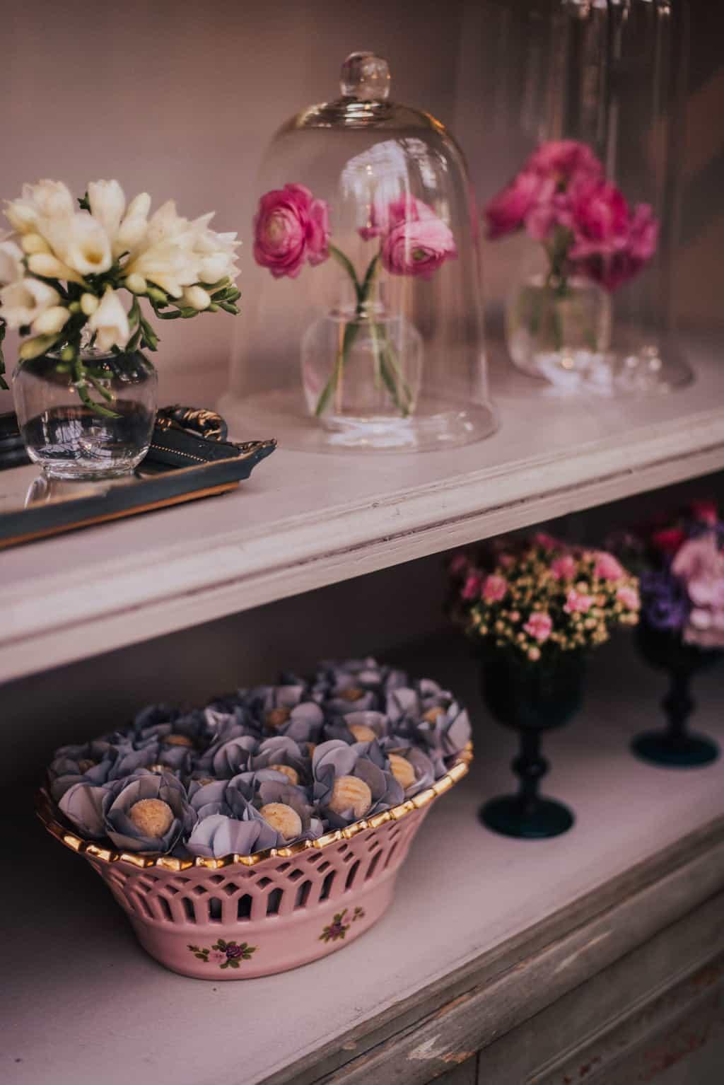 Boutique-de-Cena-casamento-Rebeca-e-Eldrey-Fazenda-Vila-Rica-Fotografia-Mana-Gollo-Toda-de-Branco45