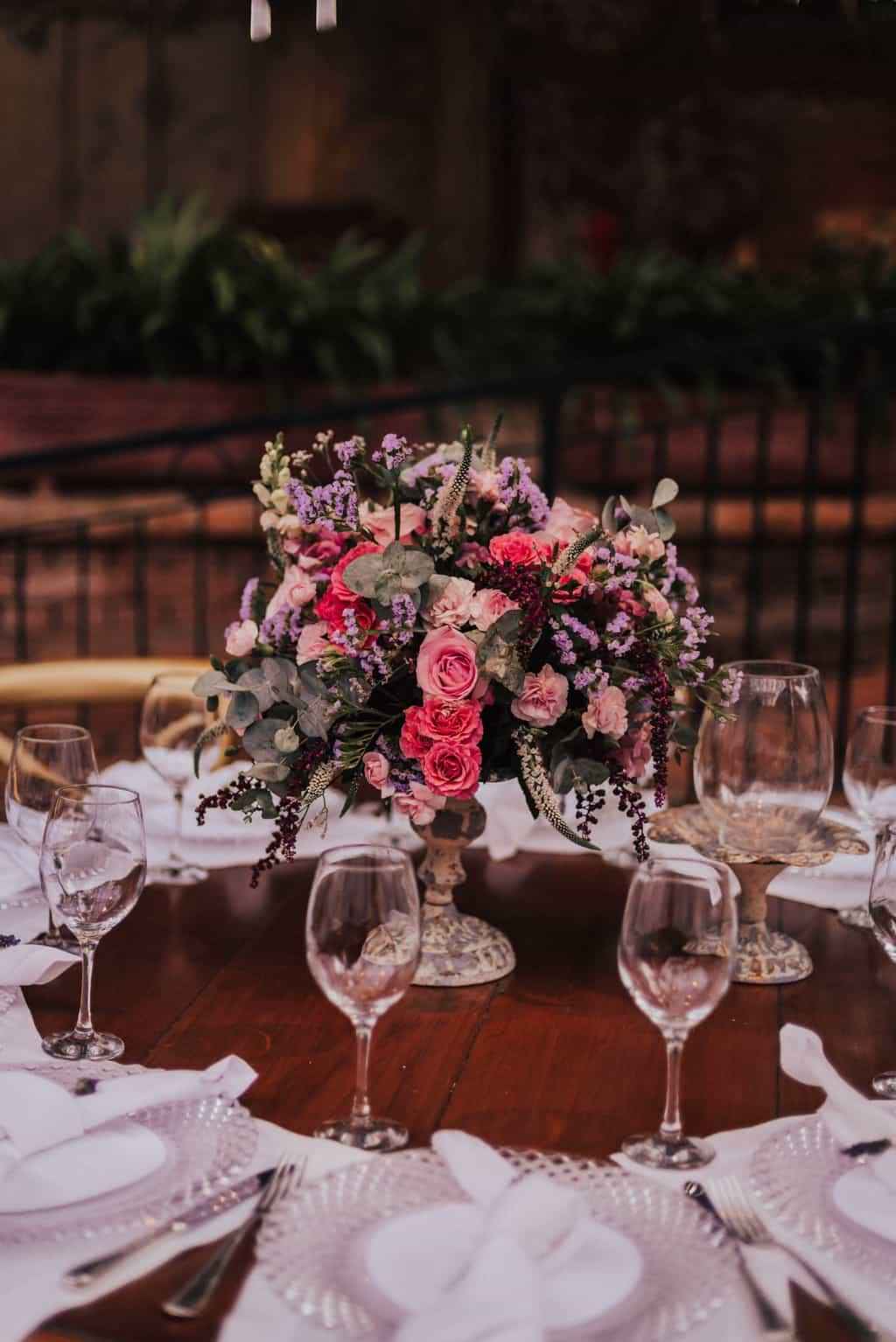 Boutique-de-Cena-casamento-Rebeca-e-Eldrey-Fazenda-Vila-Rica-Fotografia-Mana-Gollo-mesa-dos-convidados-Toda-de-Branco17