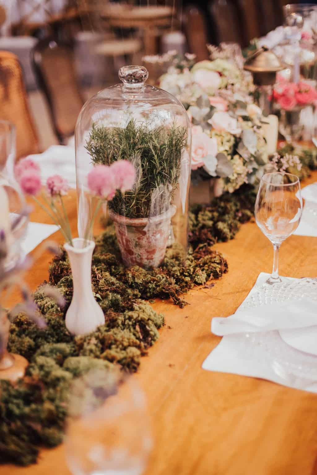 Boutique-de-Cena-casamento-Rebeca-e-Eldrey-Fazenda-Vila-Rica-Fotografia-Mana-Gollo-mesa-dos-convidados-Toda-de-Branco21
