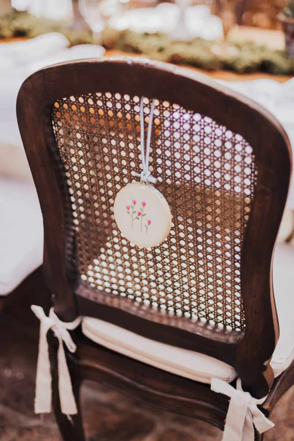 Boutique-de-Cena-casamento-Rebeca-e-Eldrey-Fazenda-Vila-Rica-Fotografia-Mana-Gollo-mesa-dos-convidados-Toda-de-Branco22