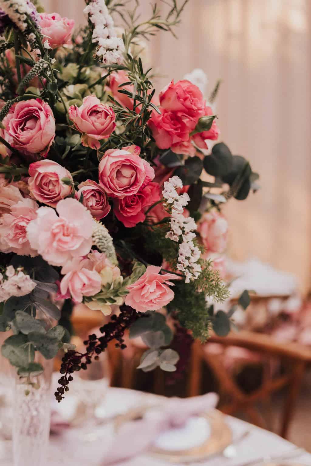 Boutique-de-Cena-casamento-Rebeca-e-Eldrey-Fazenda-Vila-Rica-Fotografia-Mana-Gollo-mesa-dos-convidados-Toda-de-Branco23