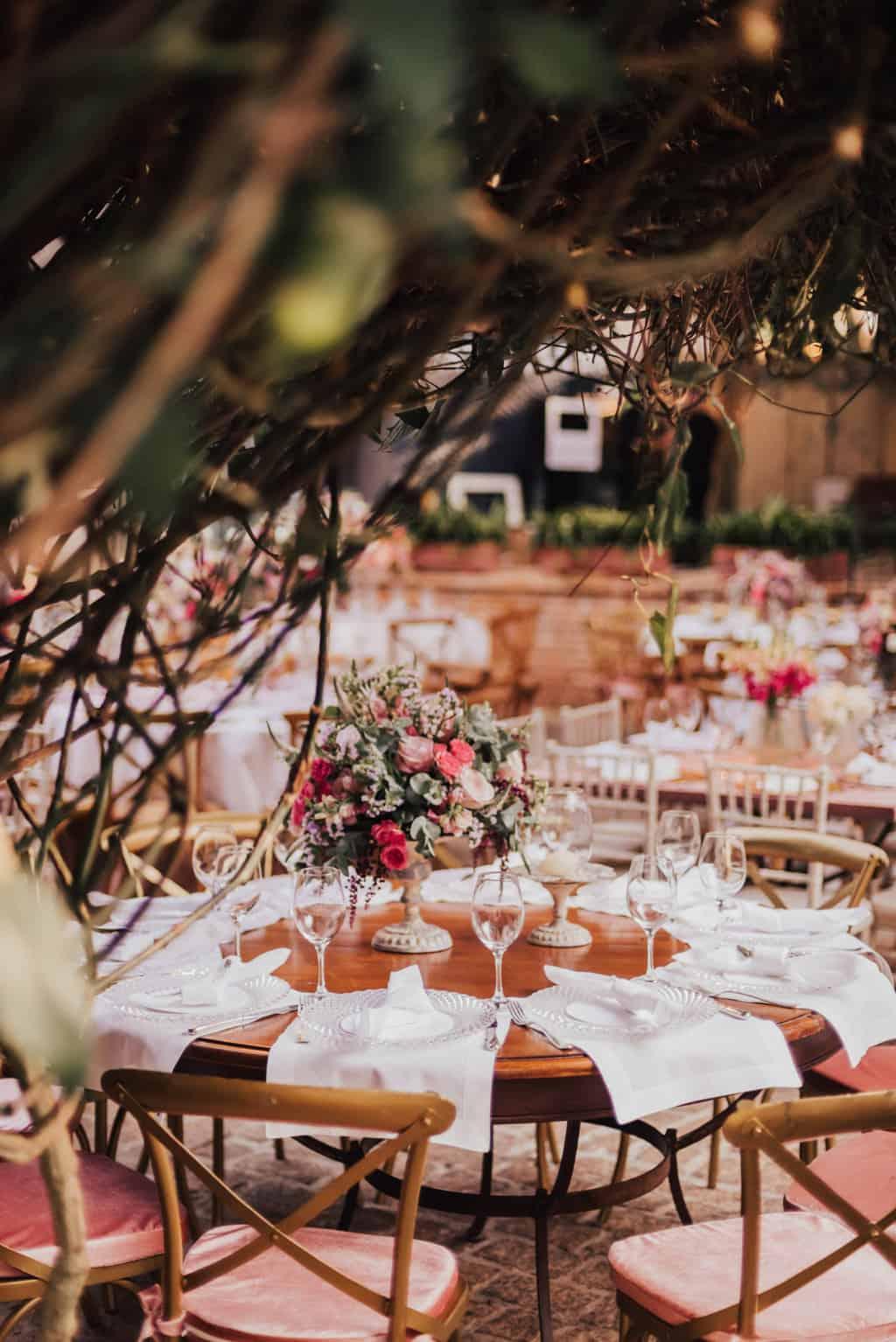 Boutique-de-Cena-casamento-Rebeca-e-Eldrey-Fazenda-Vila-Rica-Fotografia-Mana-Gollo-mesa-dos-convidados-Toda-de-Branco28