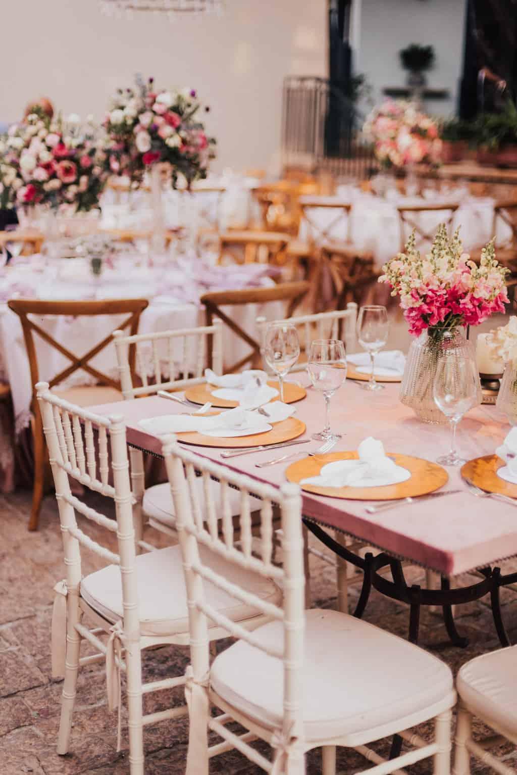Boutique-de-Cena-casamento-Rebeca-e-Eldrey-Fazenda-Vila-Rica-Fotografia-Mana-Gollo-mesa-dos-convidados-Toda-de-Branco29