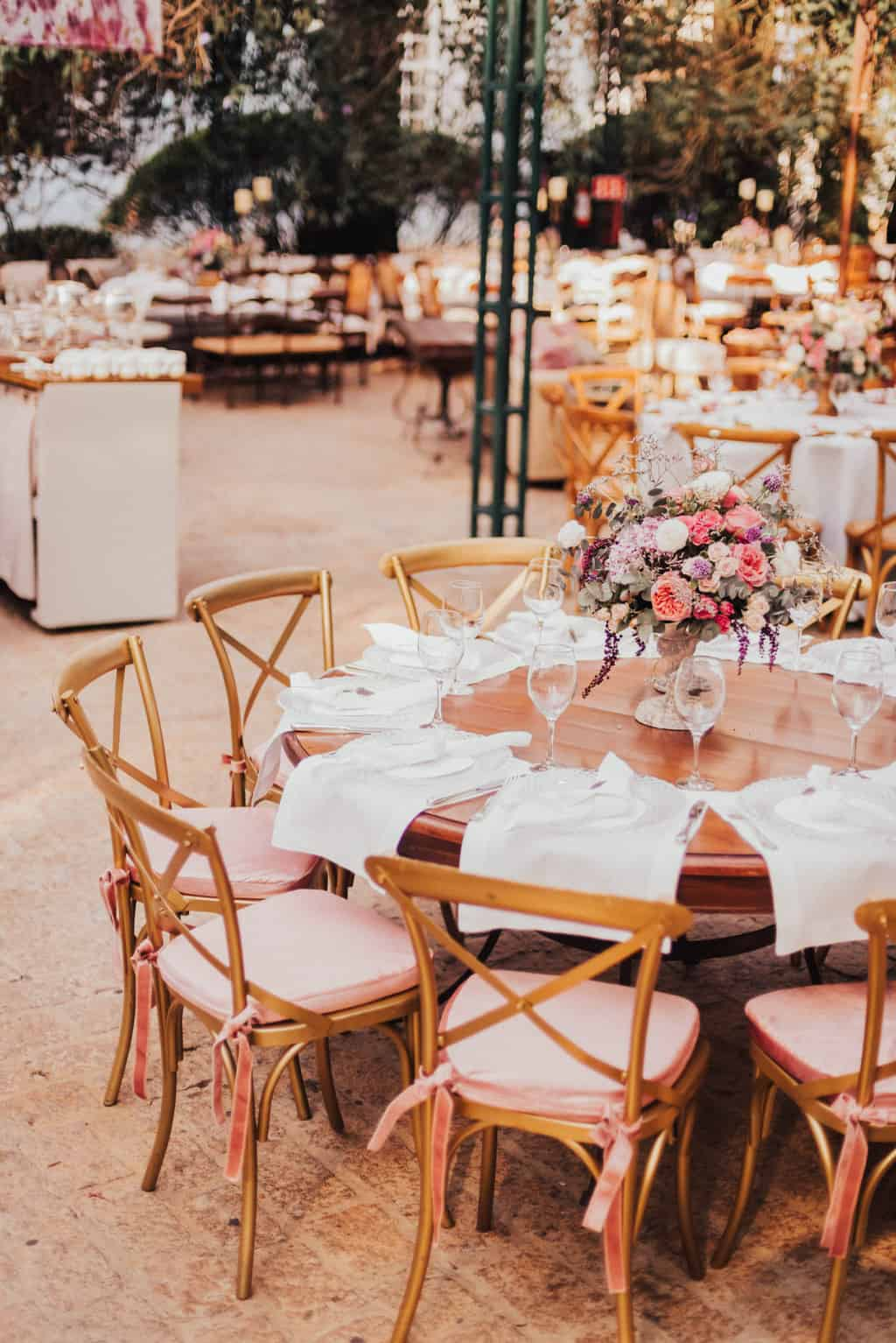 Boutique-de-Cena-casamento-Rebeca-e-Eldrey-Fazenda-Vila-Rica-Fotografia-Mana-Gollo-mesa-dos-convidados-Toda-de-Branco34