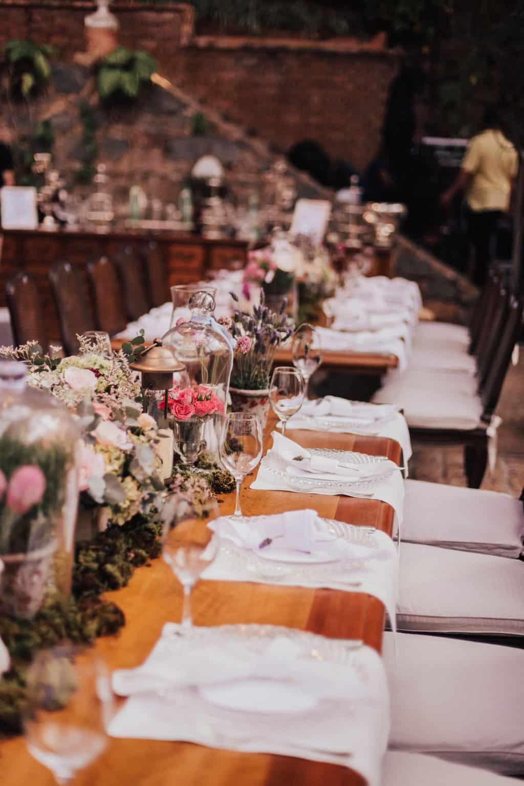 Boutique-de-Cena-casamento-Rebeca-e-Eldrey-Fazenda-Vila-Rica-Fotografia-Mana-Gollo-mesa-dos-convidados-Toda-de-Branco39
