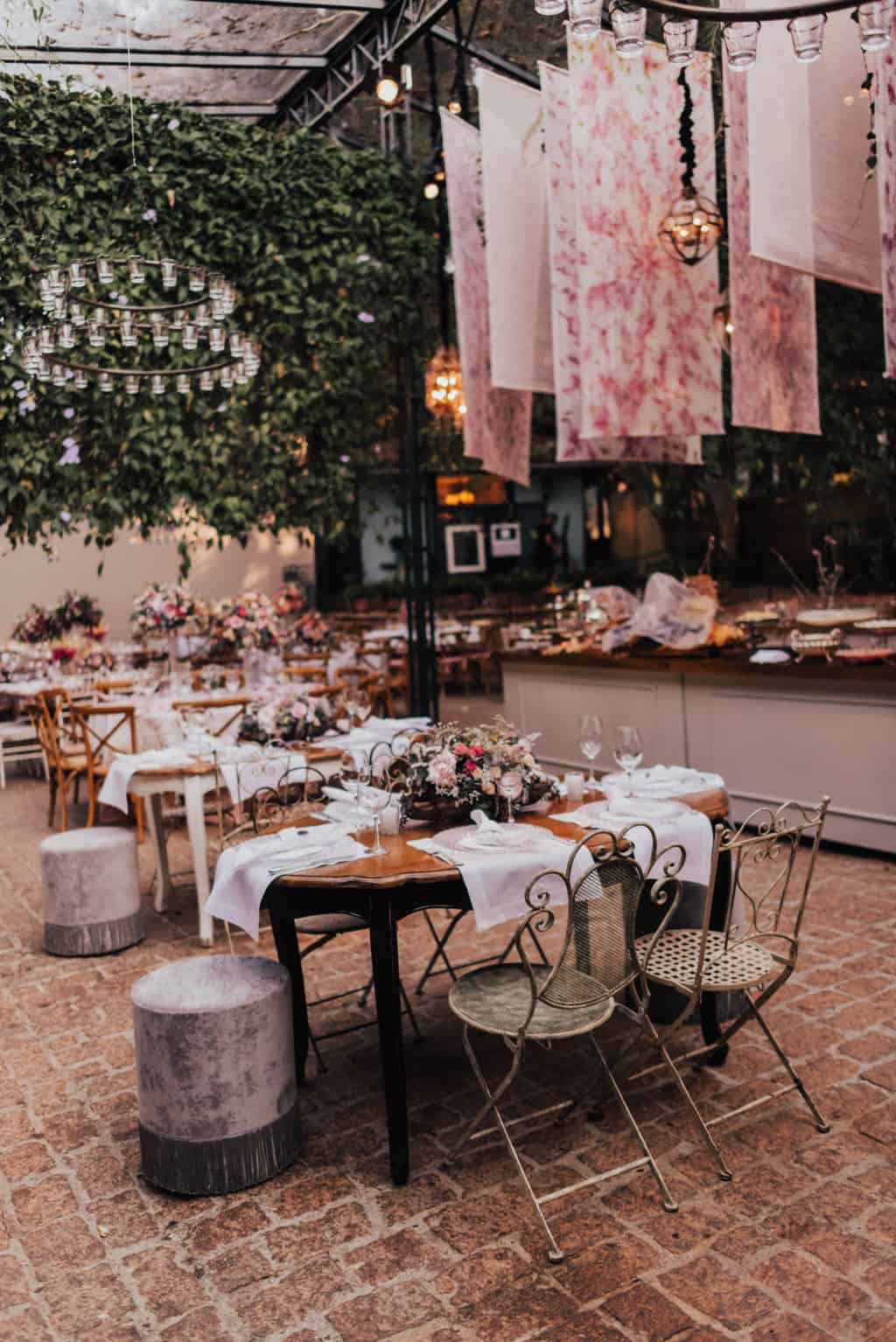 Boutique-de-Cena-casamento-Rebeca-e-Eldrey-Fazenda-Vila-Rica-Fotografia-Mana-Gollo-mesa-dos-convidados-Toda-de-Branco42