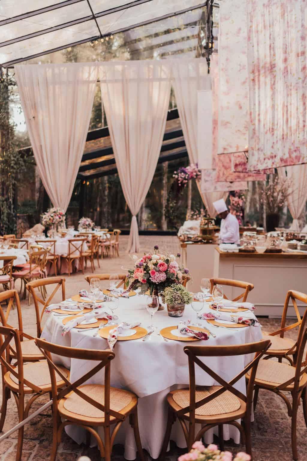 Boutique-de-Cena-casamento-Rebeca-e-Eldrey-Fazenda-Vila-Rica-Fotografia-Mana-Gollo-mesa-dos-convidados-Toda-de-Branco43