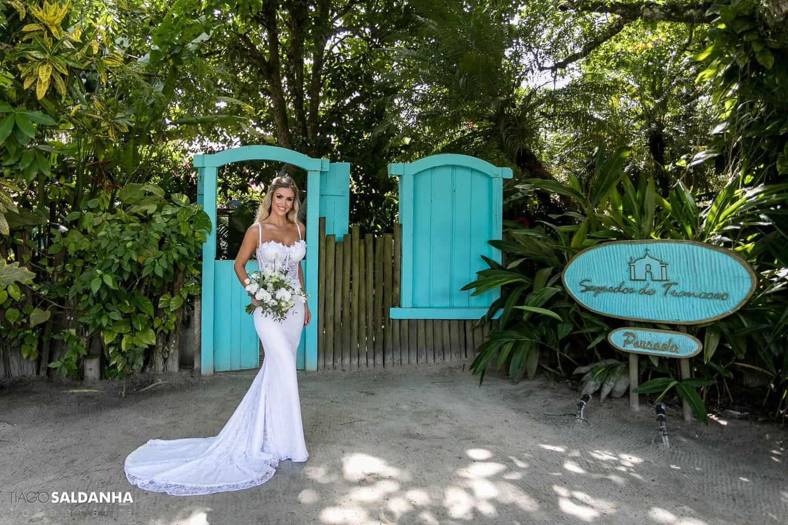 Casamento-Chandrélin-e-Laureano-cerimonia-na-igreja-Chan-e-Lau-Igreja-do-Quadrado-Iva-Regina-Ateliê-Trancoso-vestido-de-noiva8