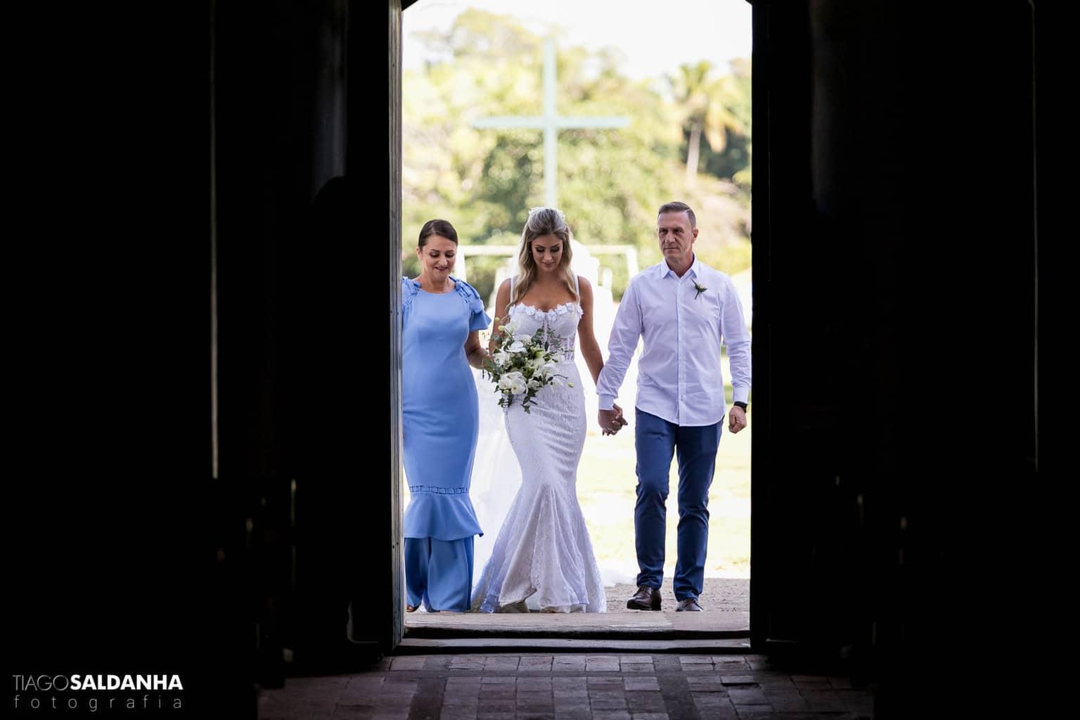 Casamento-Chandrélin-e-Laureano-cerimonia-na-igreja-Chan-e-Lau-Igreja-do-Quadrado-Trancoso1
