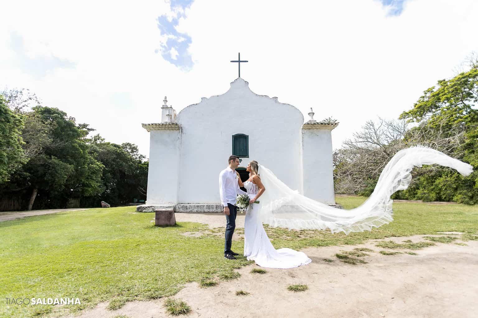 Casamento-Chandrélin-e-Laureano-cerimonia-na-igreja-Chan-e-Lau-foto-do-casal-Igreja-do-Quadrado-Trancoso5