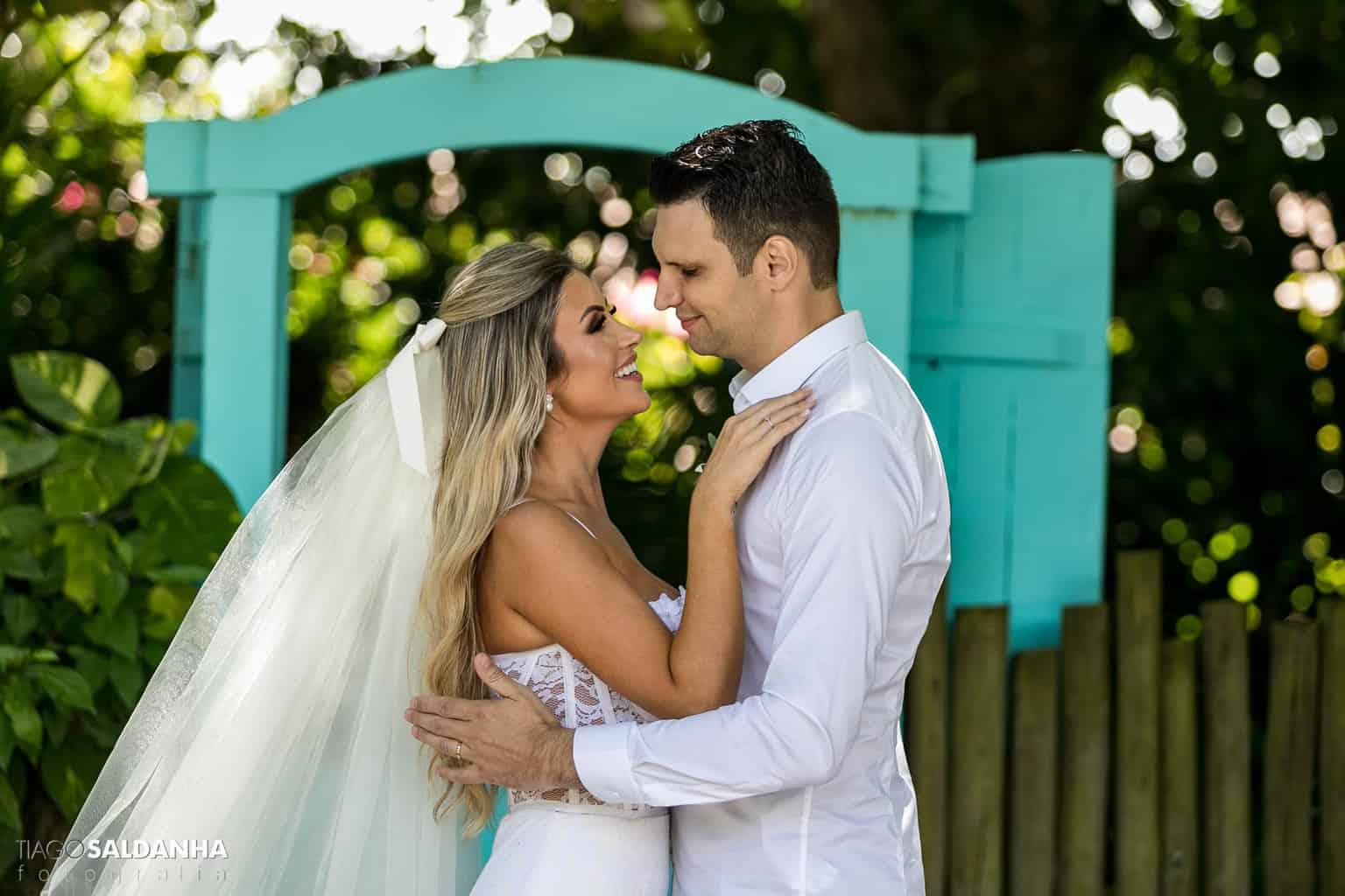 Casamento-Chandrélin-e-Laureano-cerimonia-na-igreja-Chan-e-Lau-foto-do-casal-Igreja-do-Quadrado-Trancoso7