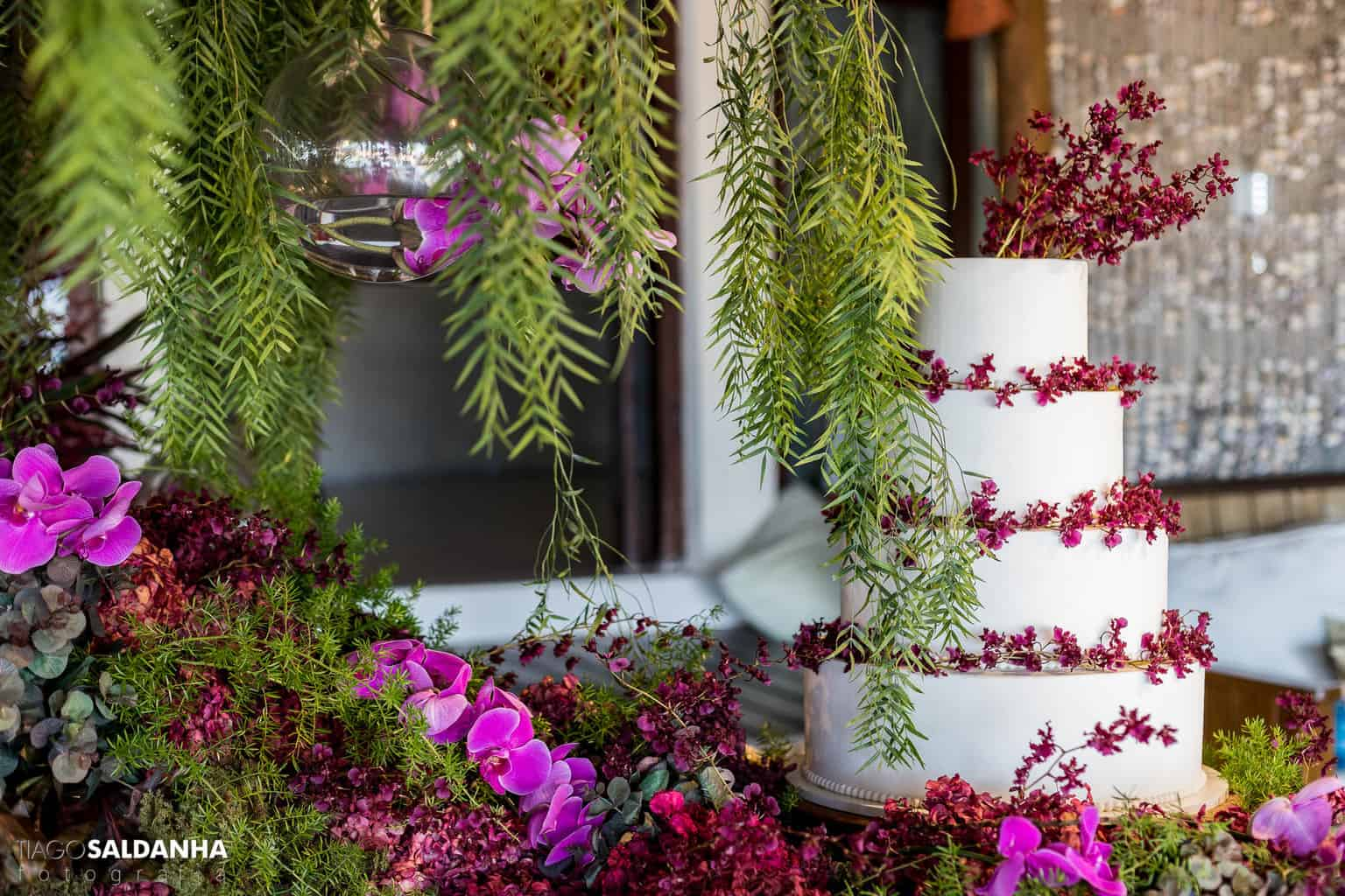 bolo-de-casamento-Casamento-Chandrélin-e-Laureano-Chan-e-Lau-decoracao-Defluer-Guta-Gula-Hotel-Rio-da-Barra-tiago-saldanha-Trancoso13