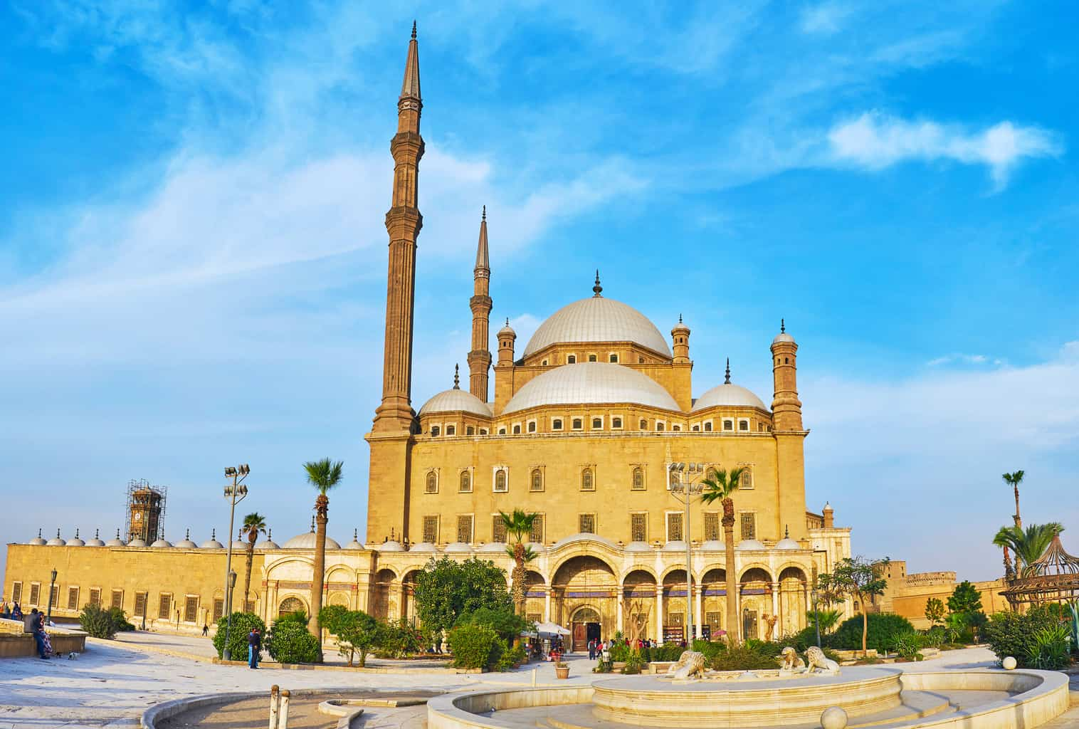 A-Mesquita-de-Muhammad-Ali-é-uma-das-edificações-religiosas-da-Cidadela-do-Cairo-que-conta-com-traços-islâmicos.