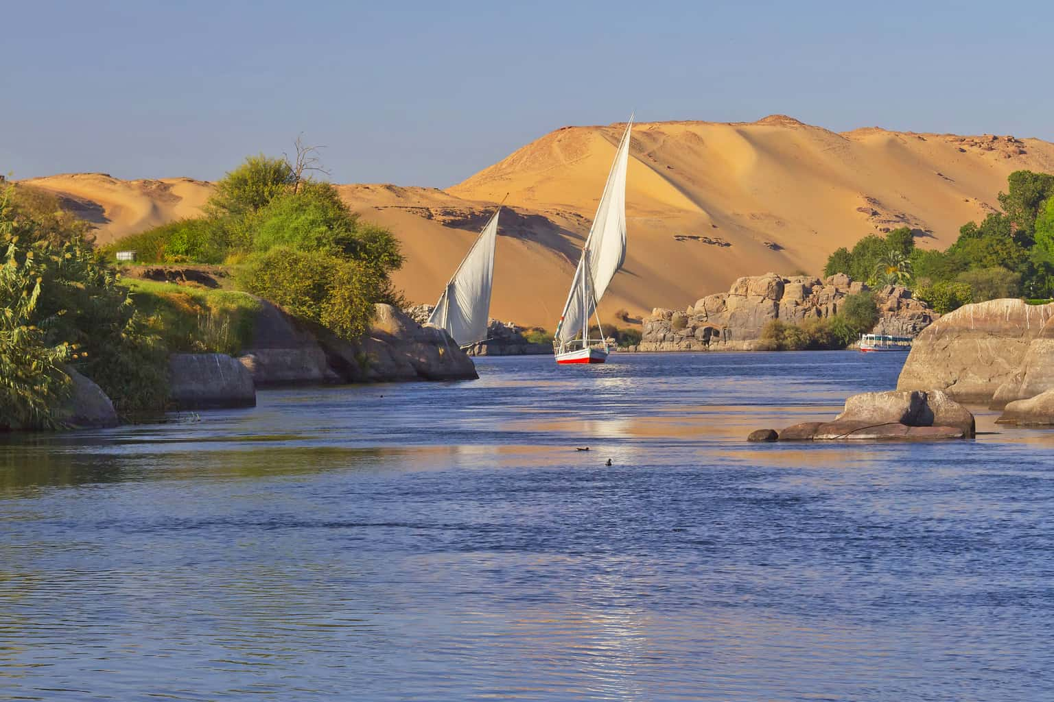 Além-de-emoldurar-o-cenário-do-Egito-o-Rio-Nilo-é-a-principal-fonte-de-vida-no-país-e-foi-fundamental-para-o-desenvolvimento-do-Império-egípcio.