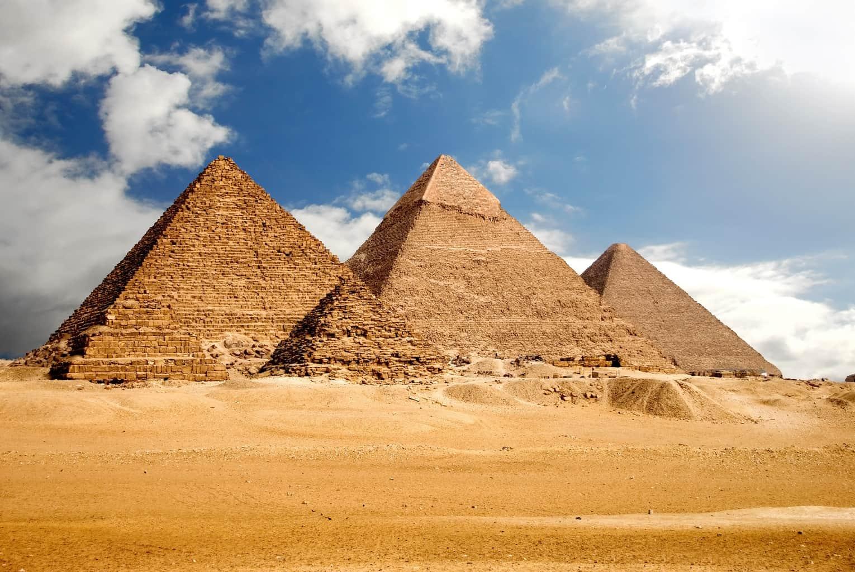 As-Pirâmides-de-Gizé-são-consideradas-uma-das-Sete-Maravilhadas-do-Mundo-Antigo-mais-bem-preservadas.