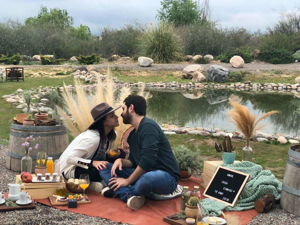 Camila-Sarmento-noivado-em-Mendoza-noivado-no-lago-piquenique10