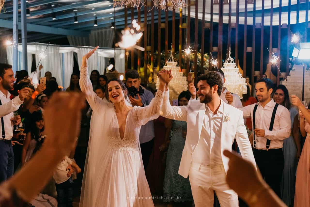 Casa-da-Maria-casamento-Mariana-e-Luan-Castelhanos-cerimonial-Vivianne-Melo-Espirito-Santo-festa-de-casamento-Fotografia-Mariana-Andrich-pista25