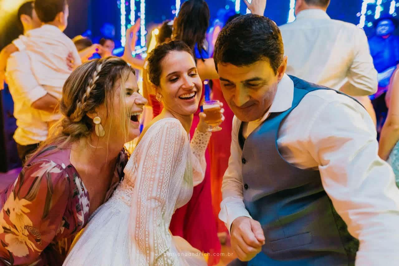 Casa-da-Maria-casamento-Mariana-e-Luan-Castelhanos-cerimonial-Vivianne-Melo-Espirito-Santo-festa-de-casamento-Fotografia-Mariana-Andrich-pista30