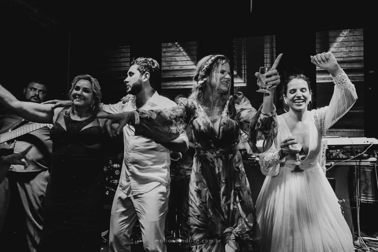 Casa-da-Maria-casamento-Mariana-e-Luan-Castelhanos-cerimonial-Vivianne-Melo-Espirito-Santo-festa-de-casamento-Fotografia-Mariana-Andrich-pista31