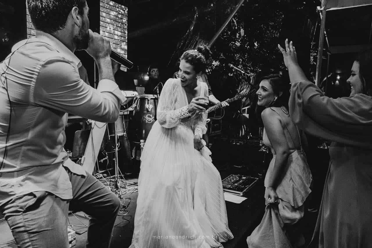 Casa-da-Maria-casamento-Mariana-e-Luan-Castelhanos-cerimonial-Vivianne-Melo-Espirito-Santo-festa-de-casamento-Fotografia-Mariana-Andrich-pista32