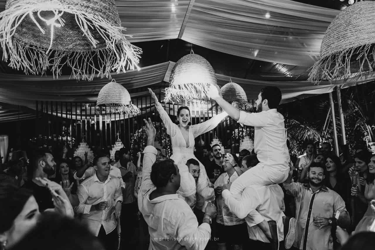 Casa-da-Maria-casamento-Mariana-e-Luan-Castelhanos-cerimonial-Vivianne-Melo-Espirito-Santo-festa-de-casamento-Fotografia-Mariana-Andrich-pista33