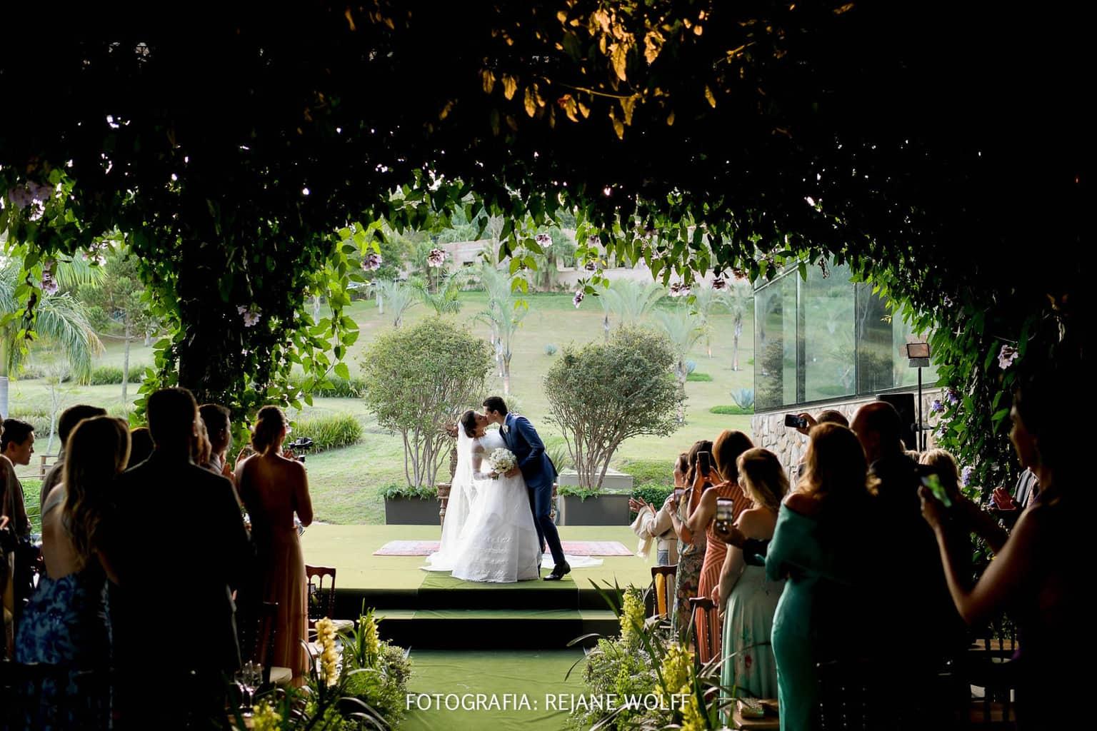 Casamento-Verane-e-Bruno-fotografia-Rejane-Wolff-hora-do-buque-Rej-Terras-de-Clara10