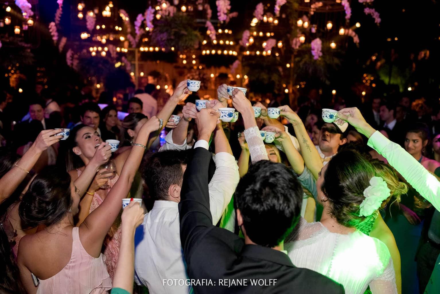 Casamento-Verane-e-Bruno-fotografia-Rejane-Wolff-hora-do-buque-Rej-Terras-de-Clara12