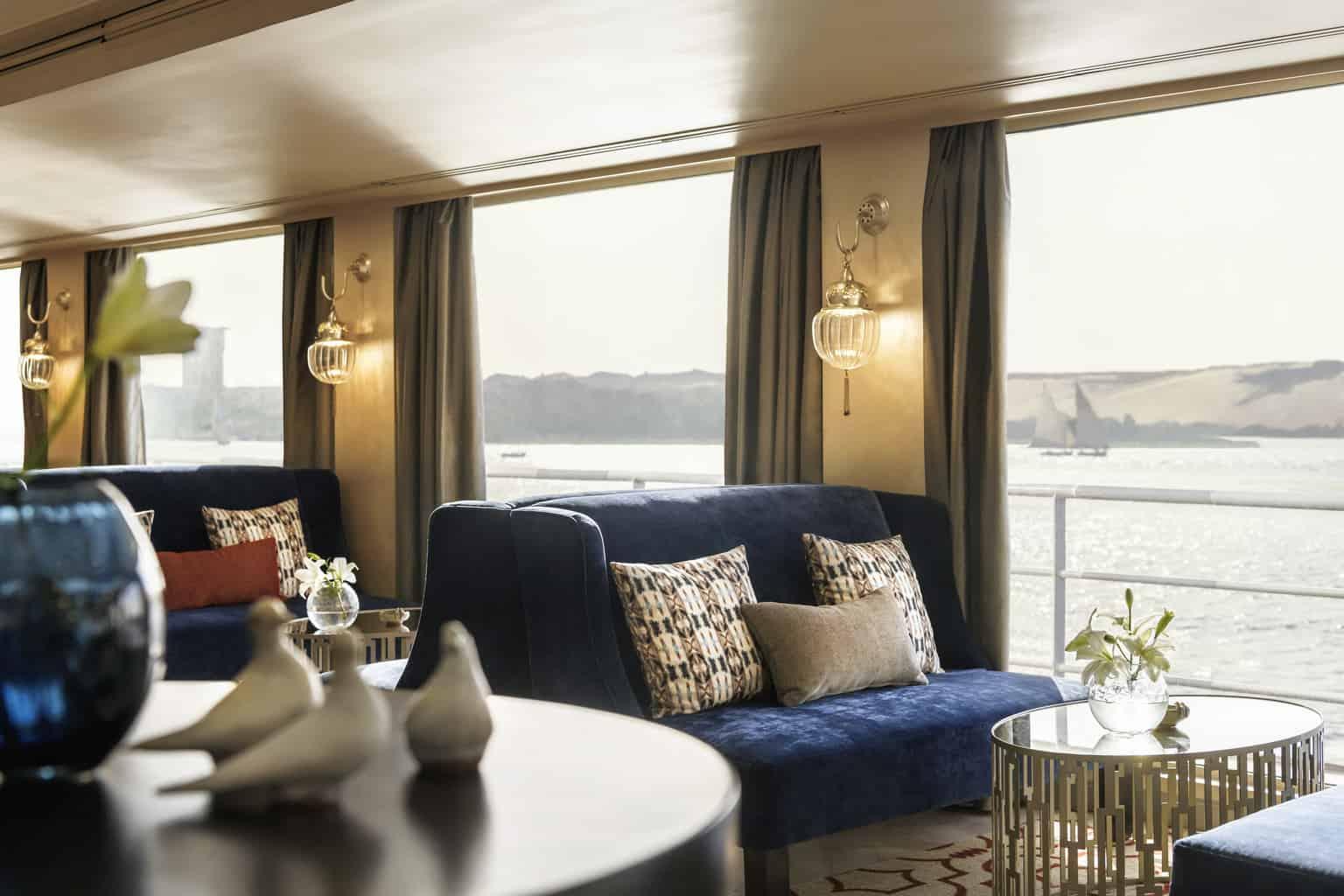 O-Sanctuary-Sun-Boat-IV-tem-design-contemporâneo-influenciado-pelo-estilo-Art-Déco.