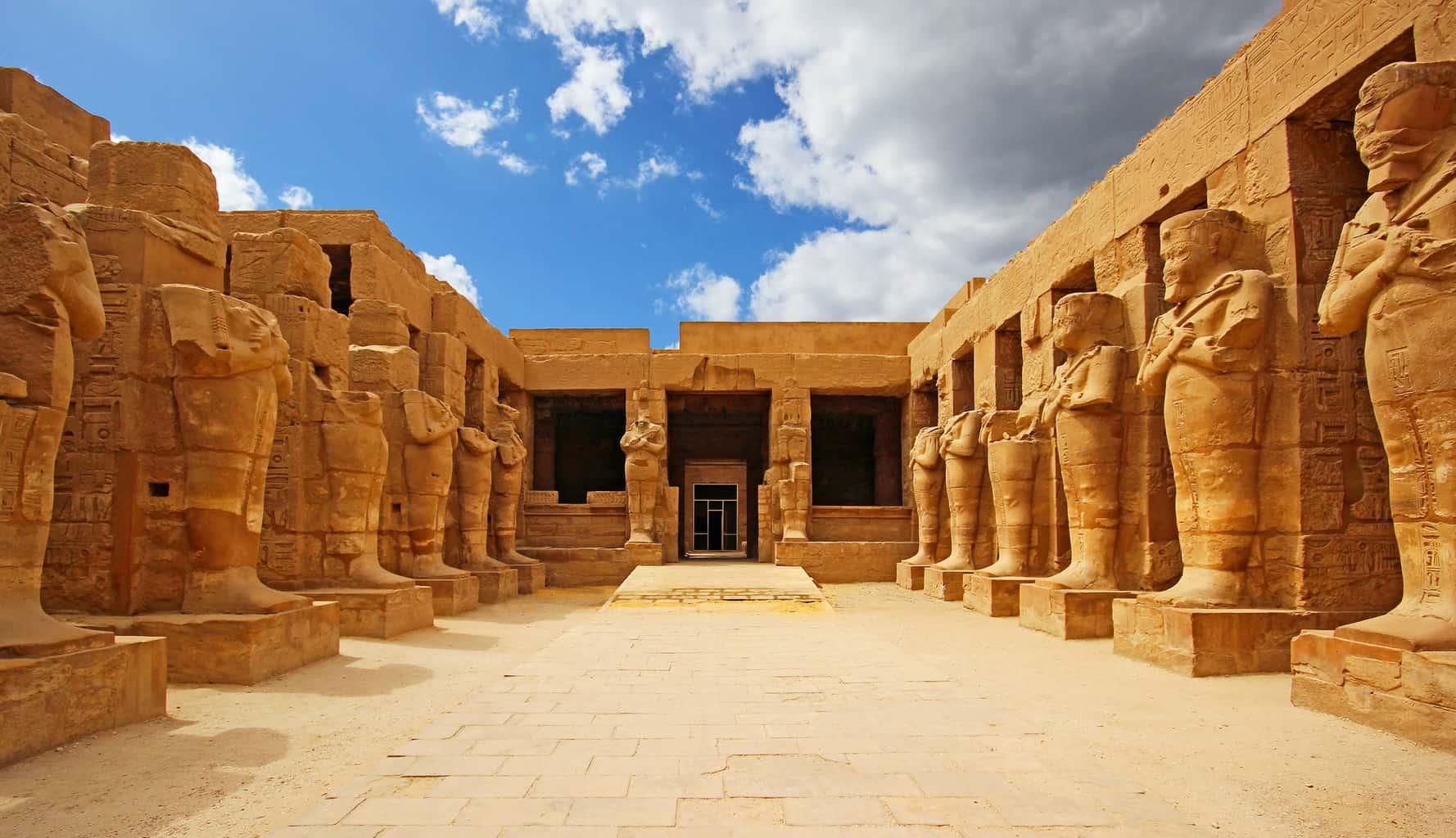 O-Templo-de-Karnak-é-o-maior-templo-construído-no-Egito-e-uma-das-principais-atrações-de-Luxor.